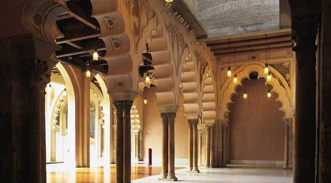 Detail of arches in the Aljafería palace, Zaragoza © Turespaña