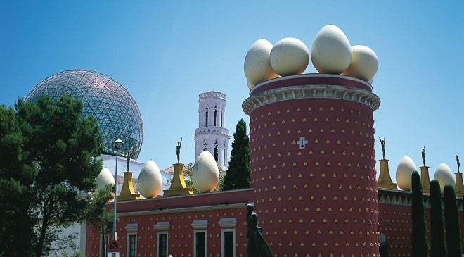 View of the exterior of the Dalí Museum in Figueres © Turespaña