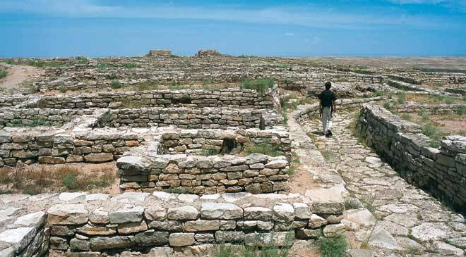 Remains of buildings in an Iberian village. Azaila archaeological site © Turespaña
