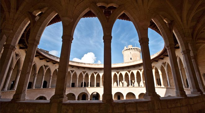 A view of the courtyard at Bellver Castle in Palma de Mallorca © Turespaña