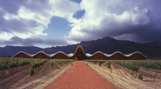 General view of the Bodegas Ysios winery in La Rioja © Turespaña